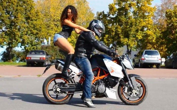как безопасно садиться на мотоцикл