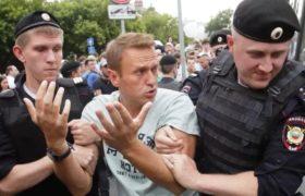 Где Навальный фотографировался после выписки из больницы? Кто знает, где он сейчас живет